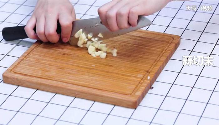 西兰花炒蘑菇做法步骤:5