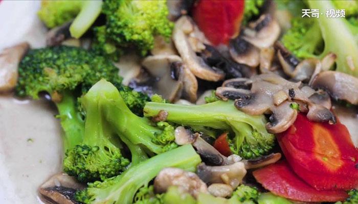 西兰花炒蘑菇做法步骤:8