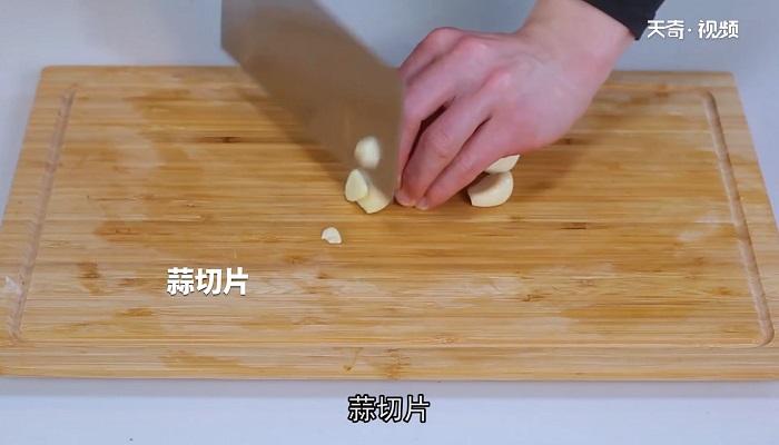 蒜苗炒牛肉做法步骤:4