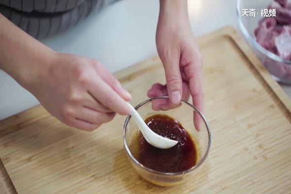 糖醋排骨做法步骤:1