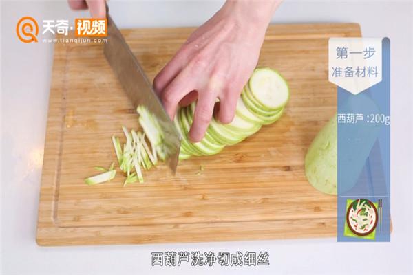 炝拌西葫芦做法步骤:2
