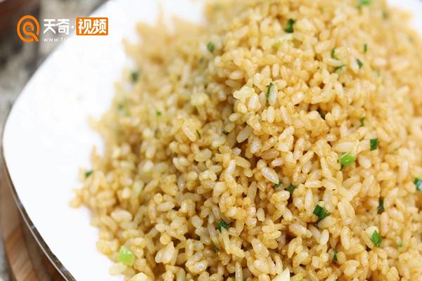 酱油炒饭做法步骤:9