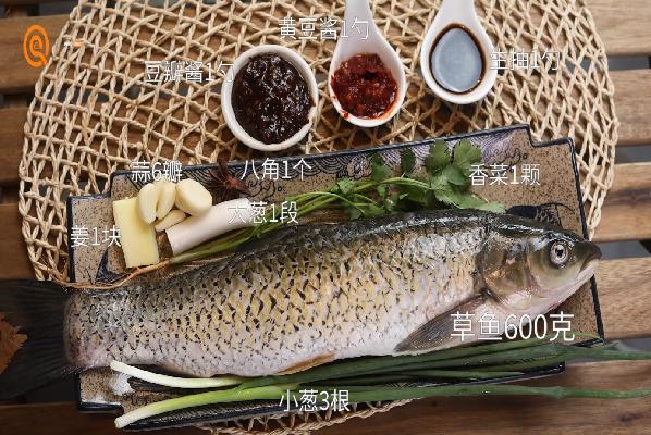 酱焖草鱼做法步骤:1