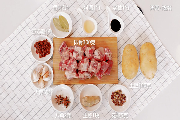土豆炖排骨做法步骤:1
