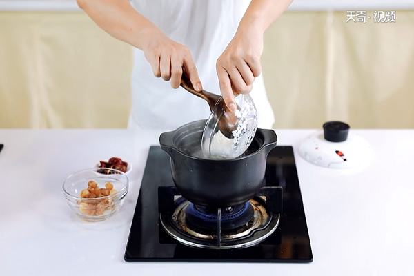 桂圆红枣粥做法步骤:5