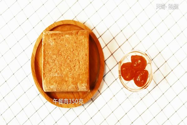 金沙午餐肉做法步骤:1