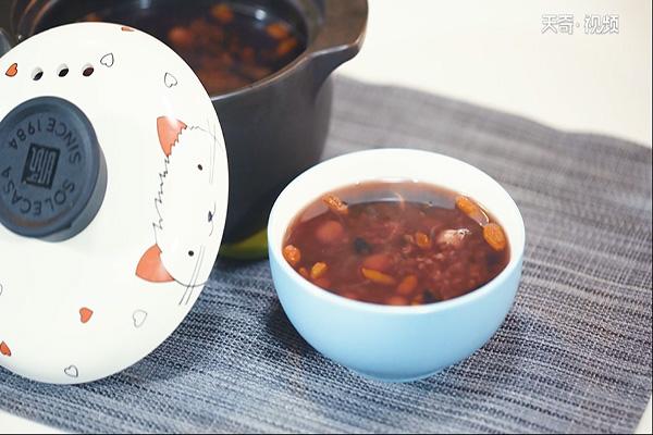 黑米黑豆莲子粥做法步骤:4