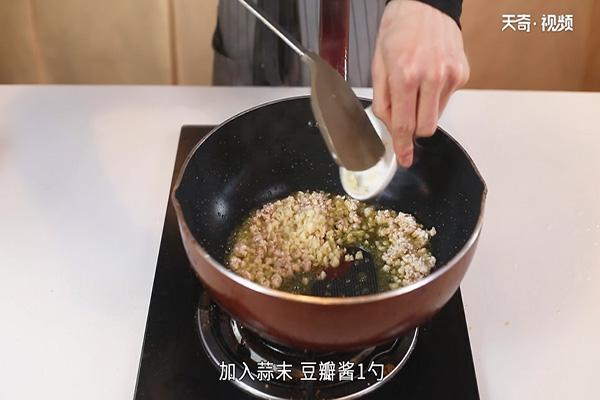 肉酱菠菜做法步骤:7