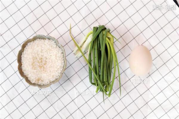 小葱鸡蛋粥做法步骤:1