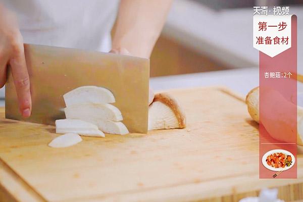蛋花杏鲍菇做法步骤:2