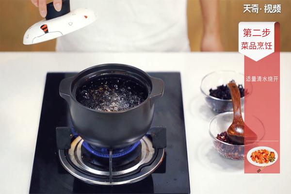 黑米赤小豆粥做法步骤:4